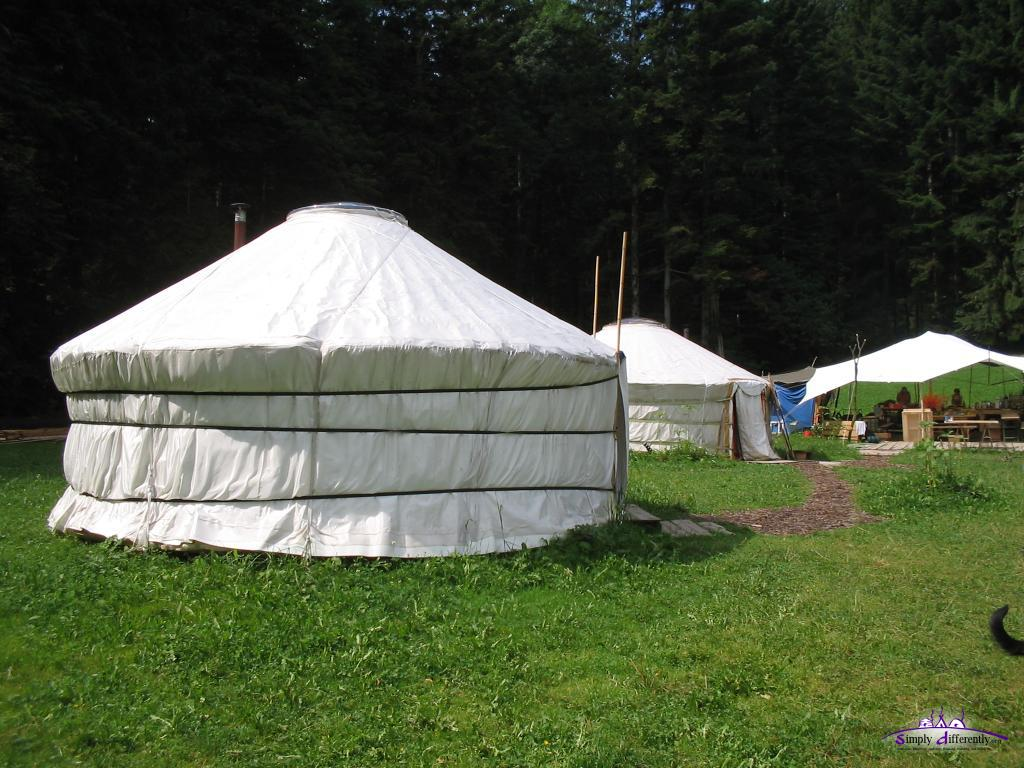 Юрточная деревня в Швейцарии