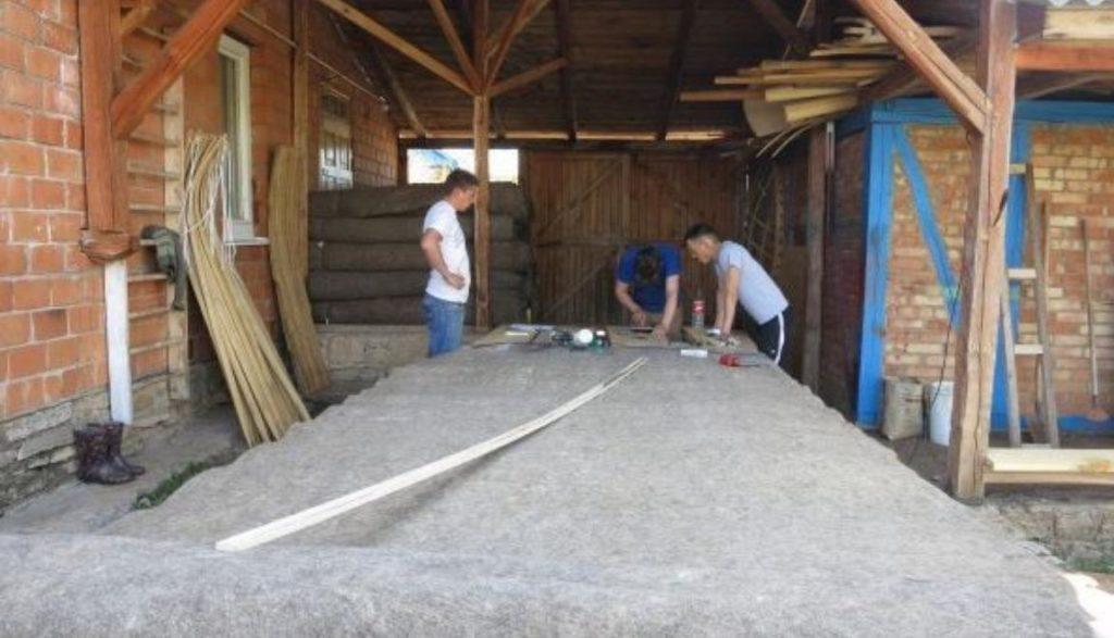 Изготовление жердей для юрты