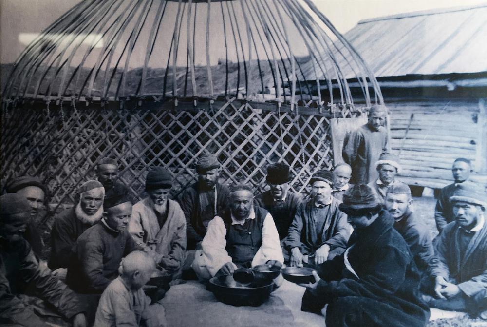 Старое фото с юртой