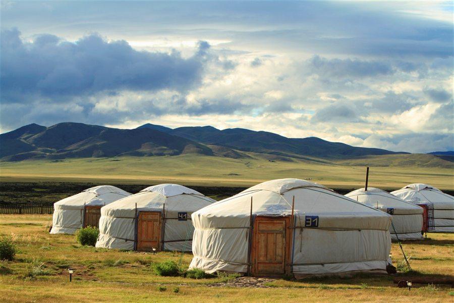 Монголия! Юрты, юрты, небоскрёб, юрты!