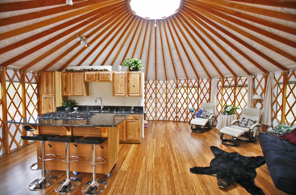 Юрта с открытой кухней