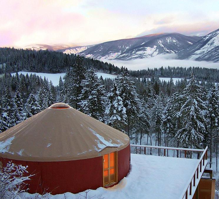Юрта зимой в горах